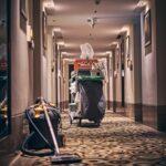 清掃代10万円はやりすぎと有識者達が意見。一方ホテル側を擁護の声も
